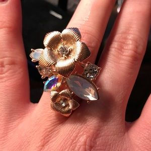 1Hr SALE 💕Rose Gold plated Flower crystals ring.